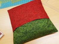 Simple envelope sleeve to finish the pillow.